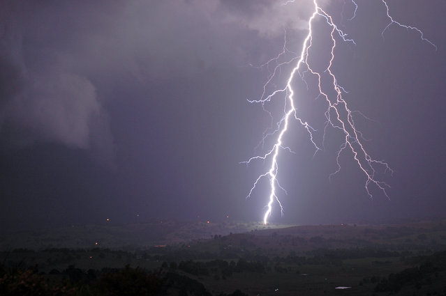 """Lightning Flash Photography"". Mcleans Ridges, New South Wales, Australia – September 16, 2005. (Photo by Michael Bath/Caters News)"
