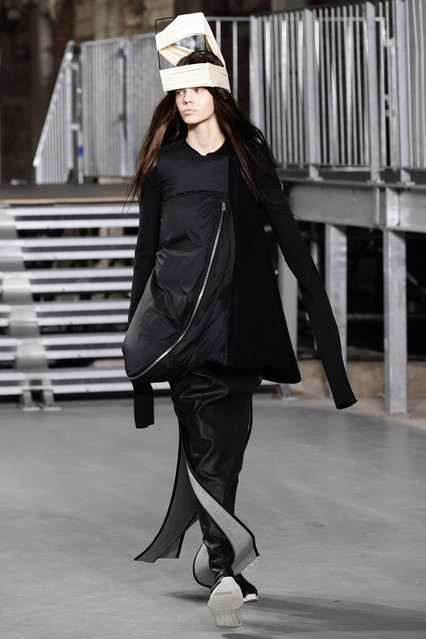 A model presents a creation by Rick Owens during the women's Fall-Winter 2017-2018 ready-to-wear collection fashion show in Paris on March 2, 2017. (Photo by Francois Guillot/AFP Photo)
