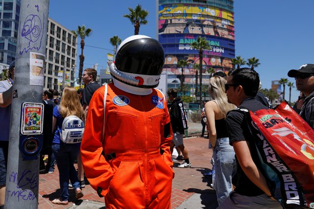 A person in a costume walks down the street at Comic Con International in San Diego, California, U.S., July 19, 2019. (Photo by Mike Blake/Reuters)