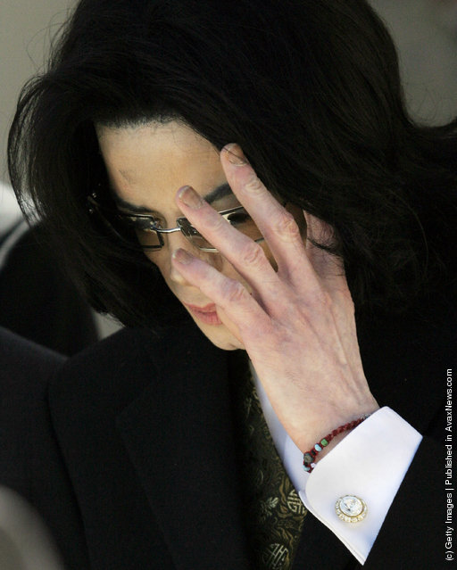 Michael Jackson arrives at Santa Barbara County Courthouse during the third week of his trial