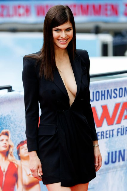 """US actress/castmember Alexandra Daddario poses during a photocall for """"Baywatch"""" in Berlin, Germany, 30 May 2017. The movie will open in German theaters on 01 June. (Photo by Carsten Koall/EPA)"""