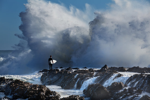 """""""David and Goliath"""". (Photo by Andrew Leach/2020 Nikon Surf Photography Awards)"""