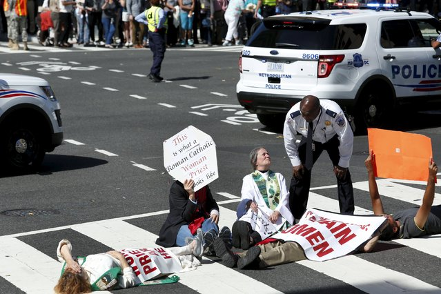 Protesters block a street outside Saint Matthew's Cathedral in Washington during Pope Francis' prayer meeting with U.S. bishops, September 23, 2015. (Photo by Yuri Gripas/Reuters)