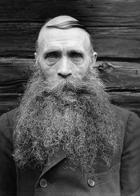 Karl Oskar Lööw, Fredhäll, Uppland, Sweden, 1933. The crofter Karl Oskar Lööw in Fredhäll. Born in 1873. (Photo by Einar Erici)