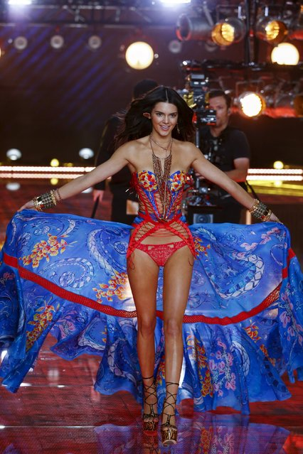 Model Kendall Jenner presents a creation during the 2015 Victoria's Secret Fashion Show in New York, November 10, 2015. (Photo by Lucas Jackson/Reuters)