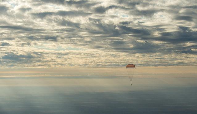 The Soyuz MS-01 spacecraft lands with Expedition 49 crew members NASA astronaut Kate Rubins, Russian cosmonaut Anatoly Ivanishin of Roscosmos, and astronaut Takuya Onishi of the Japan Aerospace Exploration Agency (JAXA), near the town of Zhezkazgan, Kazakhstan on Sunday, October 30, 2016. (Photo by Bill Ingalls/NASA via AP Photo)