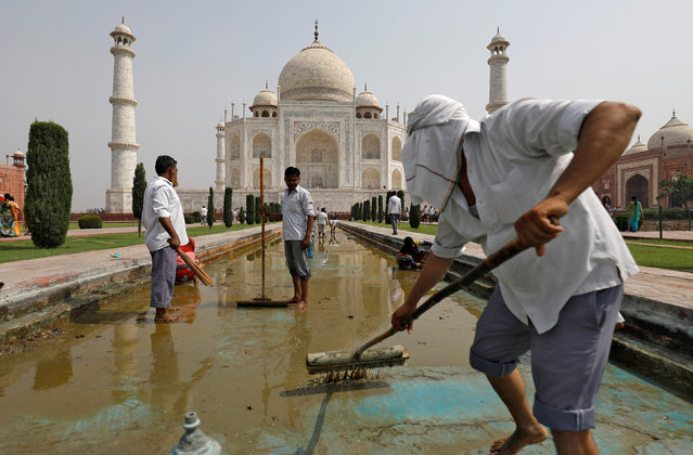 Labourers clean the fountain in the historic Taj Mahal premises in Agra, India, May 19, 2018. Picture taken May 19, 2018. (Photo by Saumya Khandelwal/Reuters)
