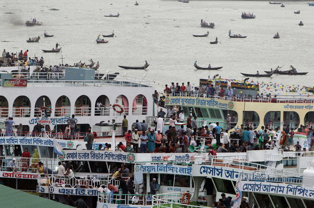 Bangladeshi Muslims overcrowd ferries to head home ahead of Eid al-Fitr in Dhaka, Bangladesh, Tuesday, August 6, 2013. Eid al-Fitr marks the end of the fasting month of Ramadan. (Photo by A.M. Ahad/AP Photo)