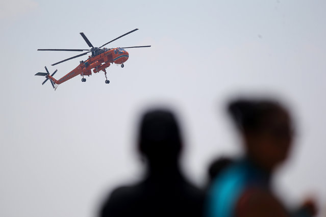 """A fire fighting helicopter """"Sky crane"""" is seen at Santiago's airport during its arrival to help to extinguish wildfires in Chile's central-south regions, Chile February 2, 2017. (Photo by Ivan Alvarado/Reuters)"""