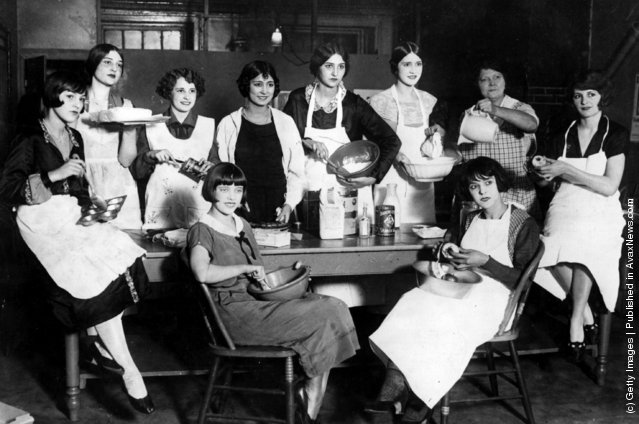 Members of the Greenwich Village Follies learning to become good cooks and bakers at the Mary Ryan Tea Room in Greenwich Village, New York