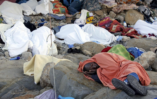 Migrants sleep covered by blankets on the rocks of the seawall at the Saint Ludovic border crossing on the Mediterranean Sea between Vintimille, Italy and Menton, France, June 17, 2015. Police on Tuesday began hauling away mostly African migrants from makeshift camps on the Italy-France border as European Union ministers met in Luxembourg to hash out plans to deal with the immigration crisis.   REUTERS/Eric Gaillard  TPX IMAGES OF THE DAY