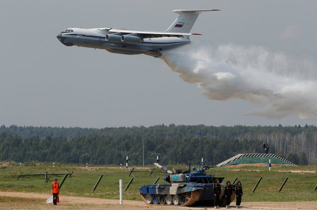 Russian IL-76 jet drops water during an opening ceremony in Alabino outside Moscow, Russia July 28, 2018. (Photo by Sergei Karpukhin/Reuters)