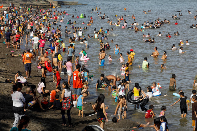 People frolic at the beach to celebrate Easter Sunday in Tanza, Philippines April 16, 2017. (Photo by Erik De Castro/Reuters)