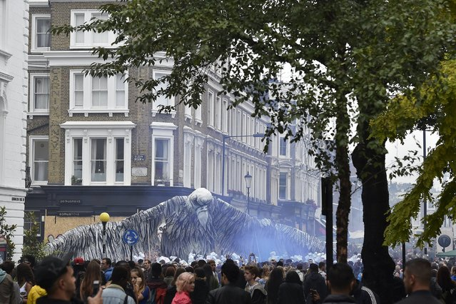 Crowds gather around performers and sound systems at the Notting Hill Carnival in west London, August 31, 2015. (Photo by Toby Melville/Reuters)