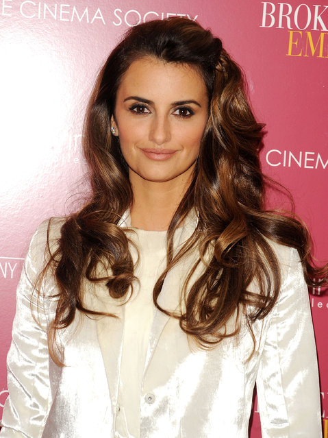 """Actress Penelope Cruz attends The Cinema Society & Calvin Klein Collection Host A Screening Of """"Broken Embraces"""" at the Crosby Street Hotel on November 17, 2009 in New York City. (Photo by Andrew H. Walker/Getty Images)"""