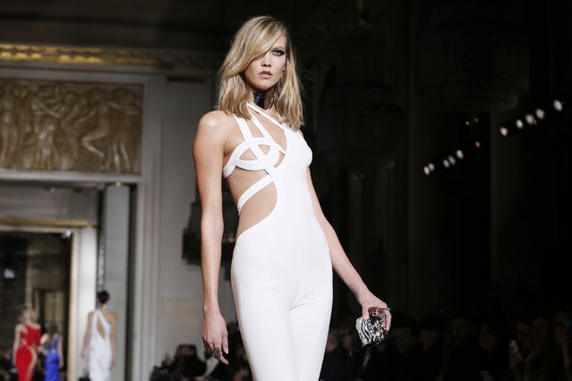 Model Karlie Kloss presents a creation by Italian designer Donatella Versace as part of her Haute Couture Spring Summer 2015 fashion show in Paris January 25, 2015. (Photo by Gonzalo Fuentes/Reuters)