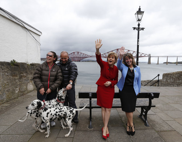 Nicola Sturgeon (2nd R), the leader of the Scottish National Party, poses with local candidate Michelle Thomson during a campaign visit in South Queensferry, Britain April 28, 2015. (Photo by Russell Cheyne/Reuters)