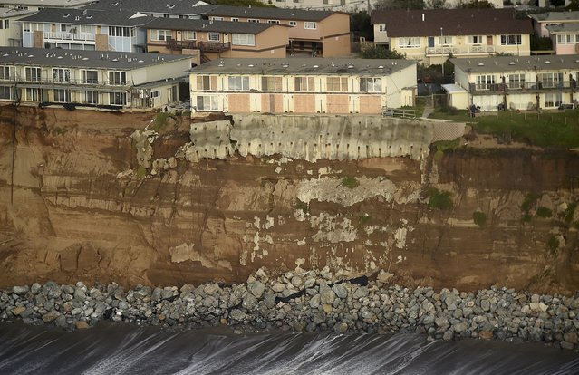 Uninhabitable apartments, in danger of collapsing into the Pacific Ocean, line Esplanade Ave. in Pacifica, California January 26, 2016. The city has marked three apartment complexes uninhabitable as El Nino storm erosion eats away at the coastal bluff beneath them. (Photo by Noah Berger/Reuters)