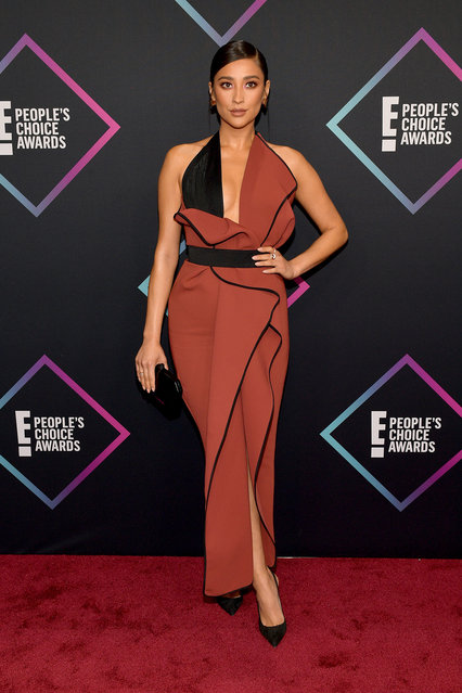 Shay Mitchell attends the People's Choice Awards 2018 at Barker Hangar on November 11, 2018 in Santa Monica, California. (Photo by Matt Winkelmeyer/Getty Images)