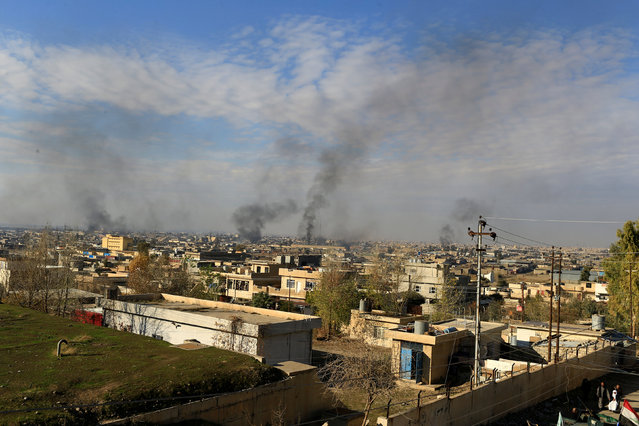 Smoke rises from clashes during a battle with Islamic State militants in the Mithaq district of eastern Mosul, Iraq, January 3, 2017. (Photo by Thaier Al-Sudani/Reuters)