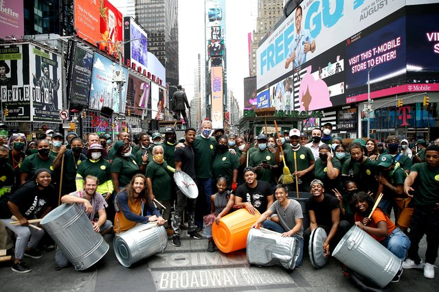 STOMP joins Mayor Bill de Blasio as he introduces The City Cleanup Corps at Duffy Square on August 03, 2021 in New York City. (Photo by John Lamparski/Getty Images)