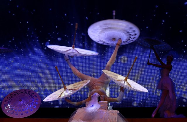 Performers take part in a celebration for the upcoming Chinese New Year at Lisinski hall in Zagreb, Croatia, January 23, 2017. (Photo by Antonio Bronic/Reuters)