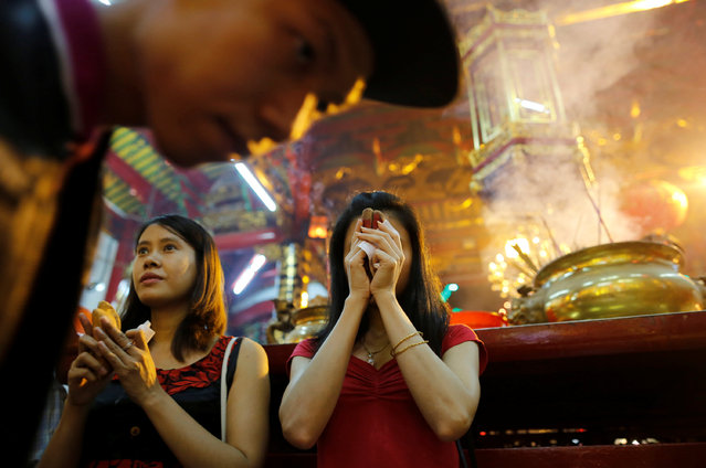 Girls pray in a temple during the Chinese Lunar New Year's festival in Chinatown, in Yangon, Myanmar January 27, 2017. (Photo by Soe Zeya Tun/Reuters)