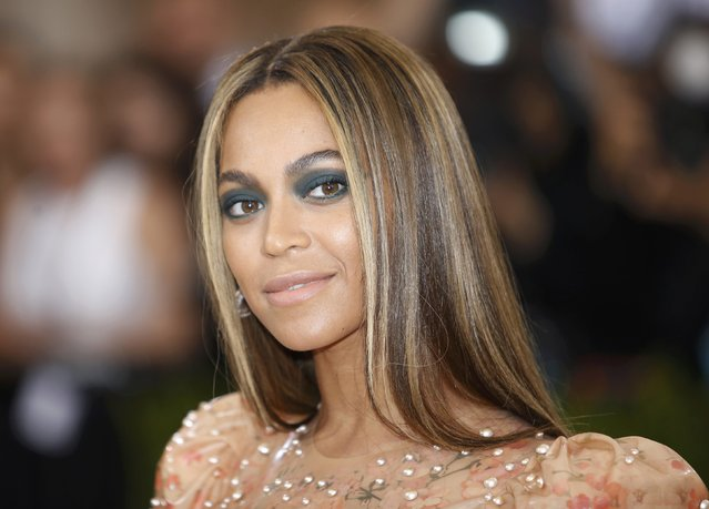 """Singer-Songwriter Beyonce Knowles arrives at the Metropolitan Museum of Art Costume Institute Gala (Met Gala) to celebrate the opening of """"Manus x Machina: Fashion in an Age of Technology"""" in the Manhattan borough of New York, May 2, 2016. (Photo by Eduardo Munoz/Reuters)"""