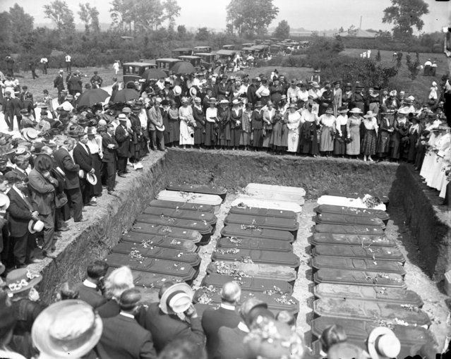 In this June 1918 photo, many of the deceased who were killed in the Hagenbeck-Wallace circus train wreck near Hammond, Ind. are buried at Showman's Rest in Woodlawn Cemetery in Forest Park, Ill. The Hagenbeck-Wallace circus had just finished two shows in Michigan City, Ind., and was heading to Hammond when an empty train barreled into the circus train on June 22, 1918. (Photo by Chicago Tribune via AP Photo)