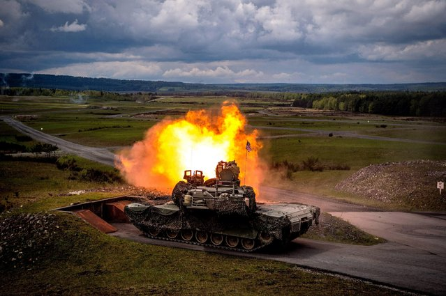 A US Army M1A2 SEP tank participates in the Strong Europe Tank Challenge 2017 at the military training area in Grafenwoehr, Germany, 12 May 2017. Six North Atlantic Treaty Organization (NATO) nations and partner nations, Austria, France, Germany, Poland, Ukraine and the USA are taking part in this competing exercise. (Photo by Christian Bruna/EPA)
