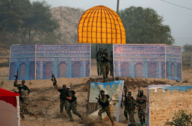 Palestinian militants of the al-Nasser Saladin Brigades take part in a drill as a model depicting the Dome of the Rock is seen, in Khan Younis in the southern Gaza Strip September 19, 2017. (Photo by Mohammed Salem/Reuters)