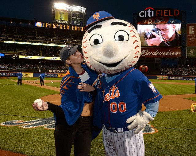 Before throwing out the first ceremonial pitch Erin Heatherton poses with Mr. Met at Citi Field on October 3, 2015 in New York City. (Photo by Ben Gabbe/Getty Images for The Northwest)