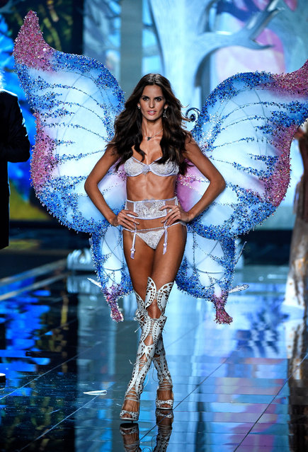 Model Izabel Goulart walks the runway at the annual Victoria's Secret fashion show at Earls Court on December 2, 2014 in London, England. (Photo by Pascal Le Segretain/Getty Images)