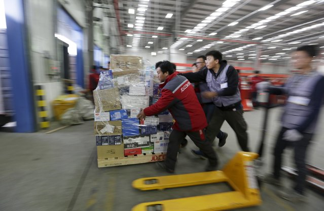 Employees work at a JD.com logistic centre in Langfang, Hebei province, November 10, 2015. (Photo by Jason Lee/Reuters)