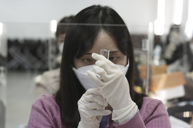 A medical worker attends a training session to learn how to give coronavirus vaccine shots at the Korean Nurses Association in Seoul, South Korea, Wednesday, February 17, 2021. South Korea plans to start coronavirus inoculations on Feb. 26 with AstraZeneca's COVID-19 vaccine. (Photo by Ahn Young-joon/AP Photo)