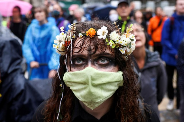 An Extinction Rebellion climate activist takes part in a protest at Guildhall in London, Britain August 22, 2021. (Photo by Henry Nicholls/Reuters)