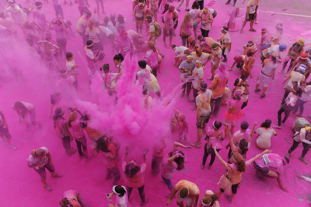 Runners take part in The Color Run presented by Dulux, known as the happiest 5km on the planet on September 14, 2013 in Brighton, England. (Photo by Steve Bardens/Getty Images for Dulux)