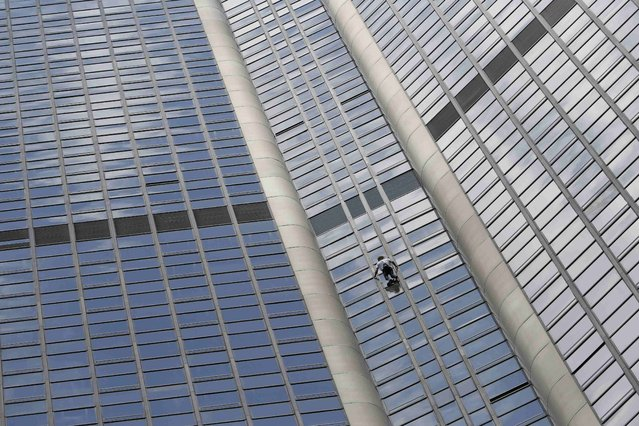 """French climber Alain Robert, also known as """"Spiderman"""", scales the Tour Montparnasse, a 210-metre (689 ft) building in central Paris, France April 28, 2015, in tribute to the victims of the earthquake in Nepal. (Photo by Gonzalo Fuentes/Reuters)"""