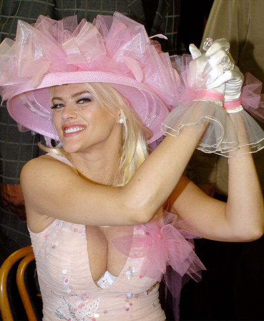 Actress and model Anna Nicole Smith attends the 130th Running of the Kentucky Derby May 1, 2004 in Louisville, Kentucky. (Photo by Mike Simons/Getty Images)