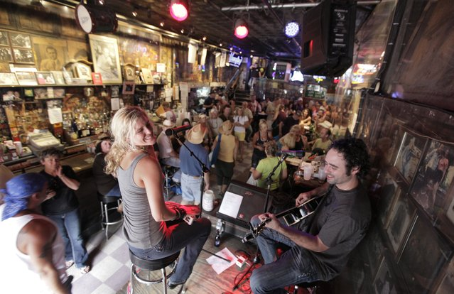 This June 9, 2010 photo shows Nichole Rapisardi and West Butler performing at Tootsies Orchid Lounge in Nashville, Tenn. Tourism comes alive in the Music City come summer, and many of the city's Nashville-based stars enjoying playing tourist, too. (Photo by M. Spencer Green/AP Photo/File)