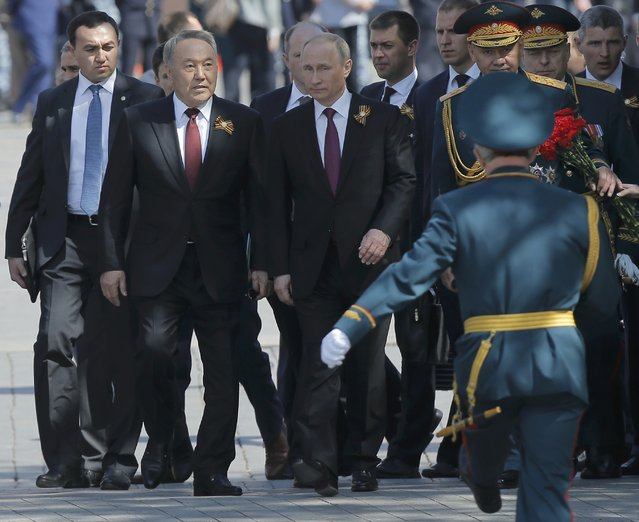 Russian President Vladimir Putin (C), Kazakh President Nursultan Nazarbayev (2nd L) and Russian Defence Minister Sergei Shoigu (2nd R) attend a wreath-laying ceremony to mark the 71st anniversary of the victory over Nazi Germany in World War Two, at the Tomb of the Unknown Soldier by the Kremlin walls in Moscow, Russia, May 9, 2016. (Photo by Maxim Shemetov/Reuters)