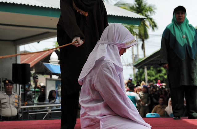 One of four Acehnese teen gets whipped for spending time in close proximity with her boyfriend who is not her husband, which is against Sharia law, in Aceh on April 18, 2017. Aceh on Sumatra island began implementing Sharia law after being granted special autonomy in 2001, an attempt by the central government in Jakarta to quell a long-running separatist insurgency. (Photo by Chaideer Mahyuddin/AFP Photo)