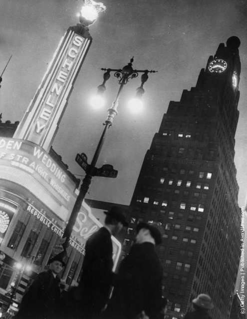 1936:  Paramount Building in Times Square, New York, towers over Schenley's Chinese Restaurant