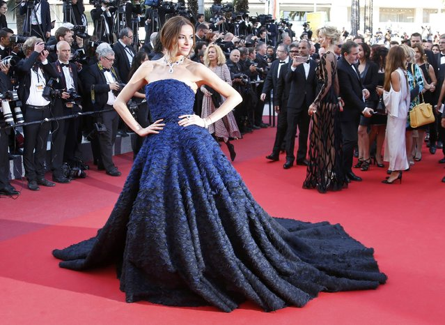 "Model Carolina Parsons poses on the red carpet as she arrives for the screening of the film ""Julieta"" in competition at the 69th Cannes Film Festival in Cannes, France, May 17, 2016. (Photo by Yves Herman/Reuters)"