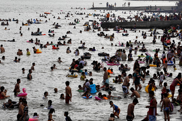 People frolic by the beach to celebrate Easter Sunday in Tanza, Philippines April 16, 2017. (Photo by Erik De Castro/Reuters)