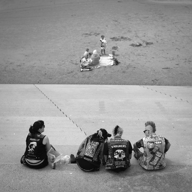 Punk Rockers sit near the beach as punks gather in Blackpool for the annual Rebellion Punk Rock Festival in Blackpool. (Photo by Christopher Furlong/Getty Images)