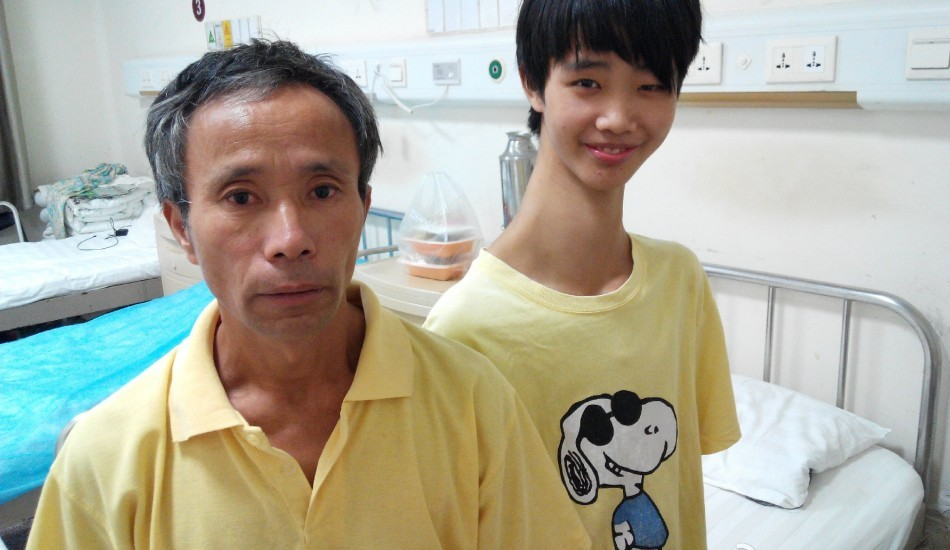 Chinese Teenager With Unusually Long Neck