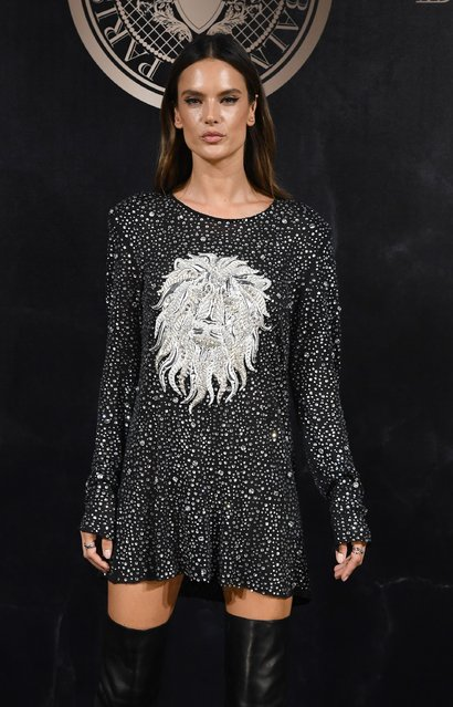 Alessandra Ambrosio attends the L'Oreal Paris X Balmain event as part of the Paris Fashion Week Womenswear  Spring/Summer 2018 on September 28, 2017 in Paris, France. (Photo by Pascal Le Segretain/Getty Images)