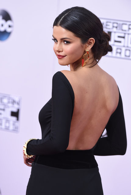 Actress/singer Selena Gomez arrives at the 2014 American Music Awards at Nokia Theatre L.A. Live on November 23, 2014 in Los Angeles, California. (Photo by Axelle/Bauer-Griffin/FilmMagic)