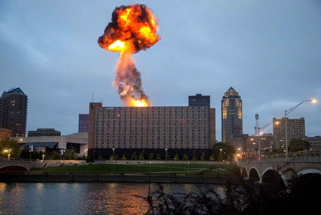 The Riverfront YMCA building is imploded in Des Moines, Iowa, Sunday, October 4, 2015. (Photo by Rachel Mummey/The Des Moines Register via AP Photo)